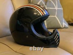 Bell Moto 3 Retro Scrambler Style Motorcycle Helmet Large c/w Peak NEW